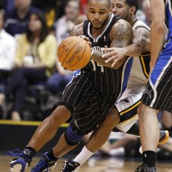 Utah Jazz's Devin Harris chases Orlando Magic's Jameer Nelson, left, through a pick during the second half of an NBA basketball game in Salt Lake City, Saturday, April 21, 2012. The Jazz beat the Magic 117-107 in overtime. (AP photo/George Frey)