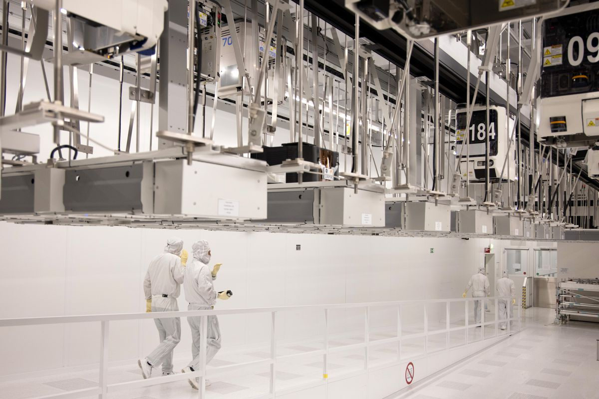 Semiconductor Production at Globalfoundries Europe Plant