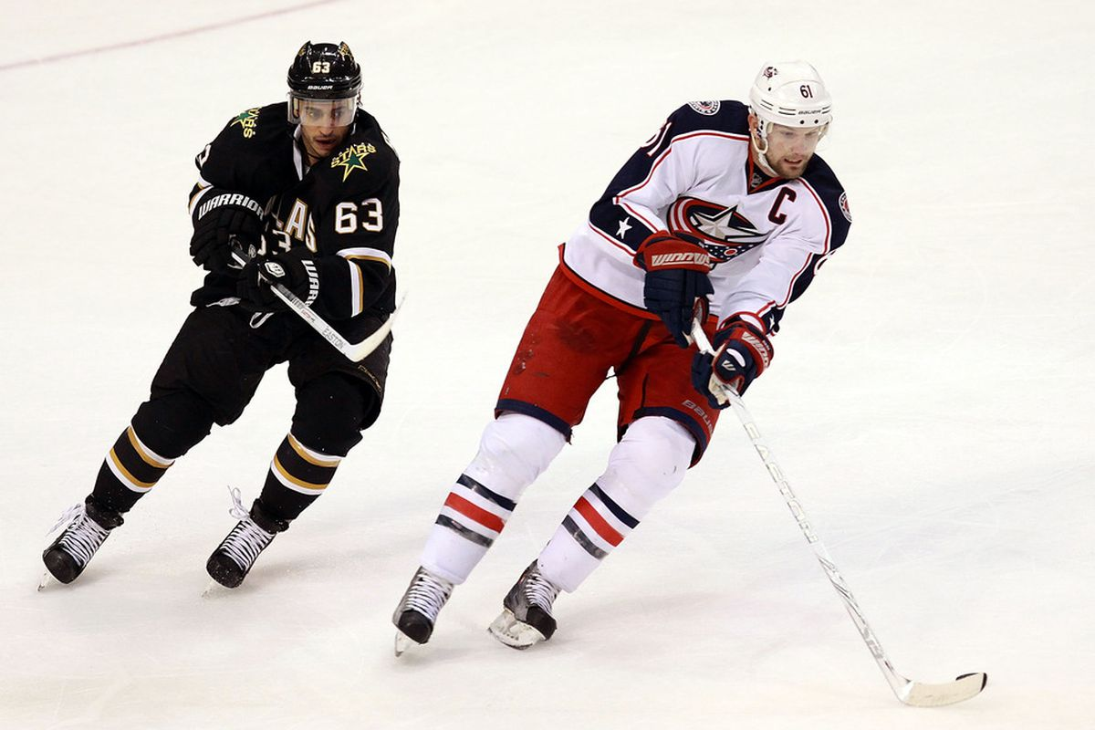 DALLAS, TX - DECEMBER 29:  Rick Nash #61 of the Columbus Blue Jackets skates the puck against Mike Ribeiro #63 of the Dallas Stars at American Airlines Center on December 29, 2011 in Dallas, Texas.  (Photo by Ronald Martinez/Getty Images)