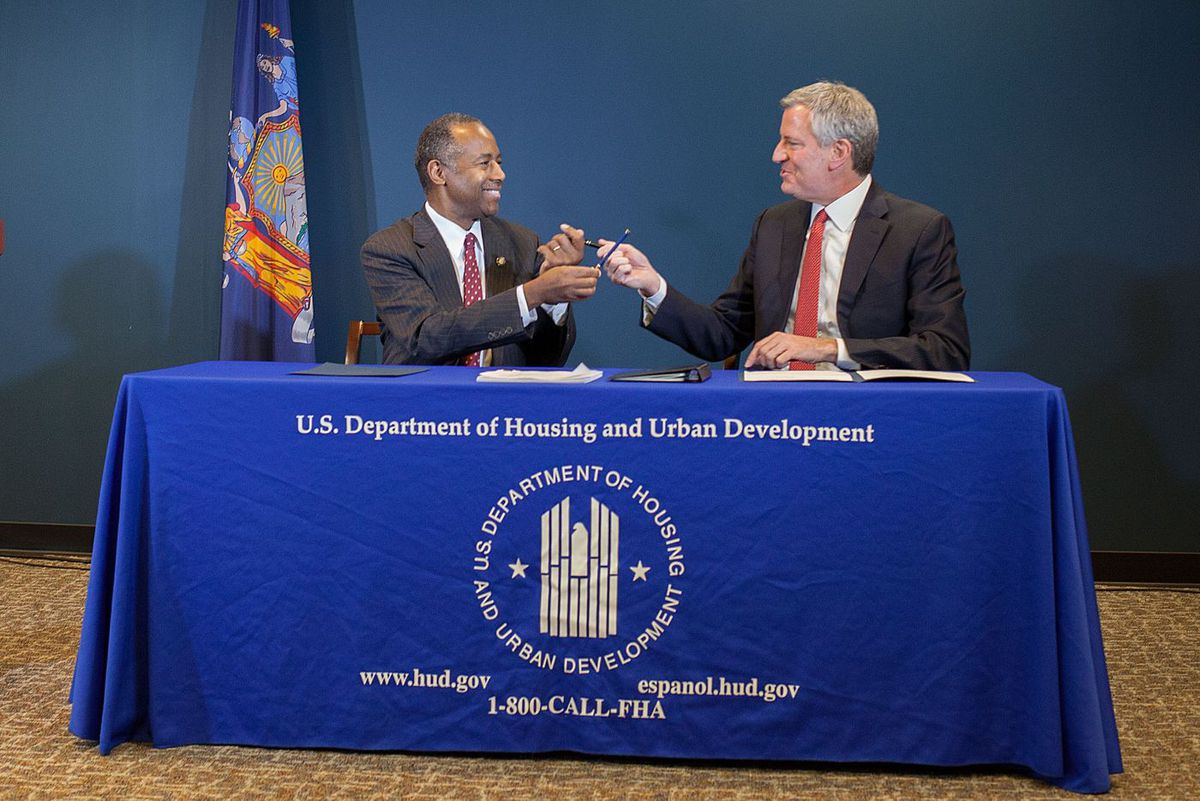 Housing Secretary Ben Carson and  Mayor Bill de Blasio sign a deal to have a new federal monitor oversee NYCHA, Jan. 31, 2019.