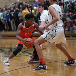 Brother Rice's Marquise Kennedy (24) splits two Richards defenders, Tuesday 02-19-19. Worsom Robinson/For the Sun-Times.