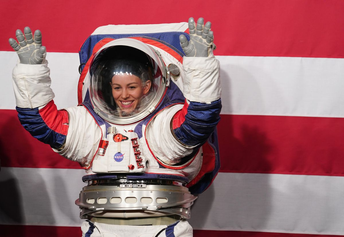 U.S.-WASHINGTON D.C.-NASA-NEW SPACESUITS-LUNAR LANDING
