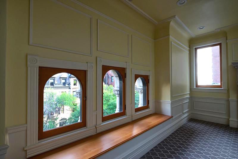Rent A One Bedroom Apartment In A Historic Gold Coast Greystone For 2 599 Curbed Chicago