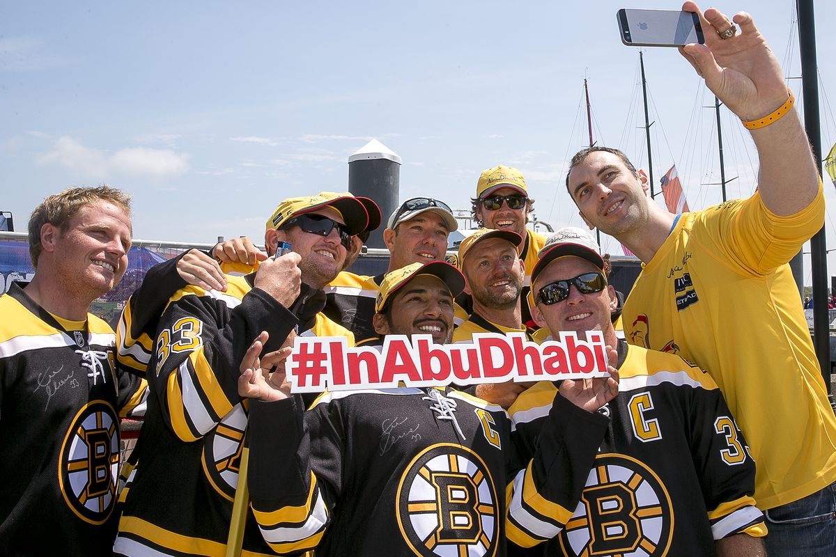 Crew of the Abu Dhabi yacht pose with their celebrity guest, Zdeno Chara