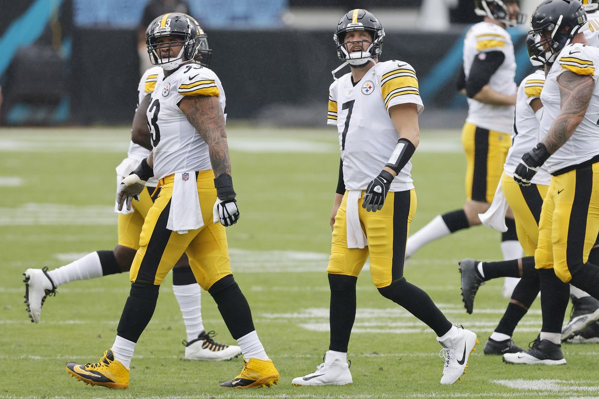 Ben Roethlisberger #7 of the Pittsburgh Steelers reacts against the Jacksonville Jaguars at TIAA Bank Field on November 22, 2020 in Jacksonville, Florida.