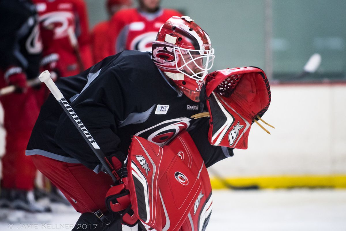 fc21f677e Scott Darling leaves the Blackhawks for a  1 gig with the Hurricanes ...
