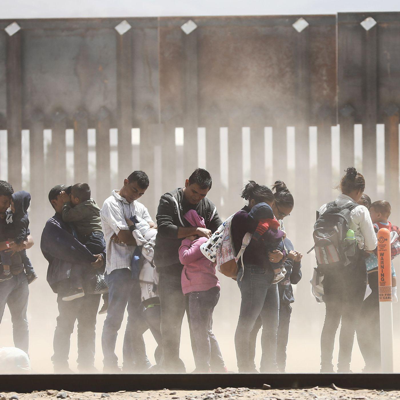 vox.com - Eric Kleefeld - Federal judge blocks part of Trump's US-Mexico border wall