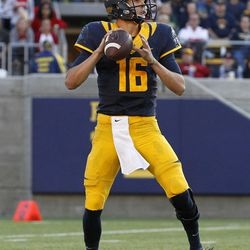 Jared Goff winds up.