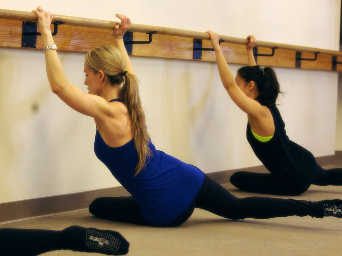 """There's a shower waiting for you at Bar Method when you finish your workout. Photo: <a href=""""http://sfmarina.barmethod.com/our-studio/studio-gallery/#foobox-3/7/Sharon_Pretzel-1030x710.jpg"""">Bar Method</a>"""