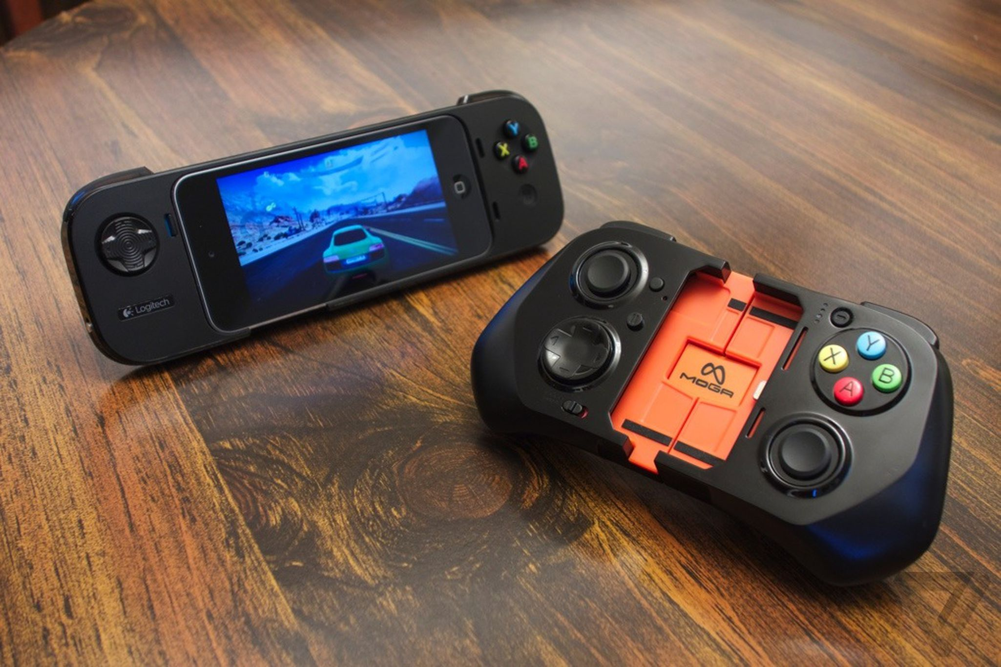 The first iOS 7 game controllers: Logitech PowerShell and