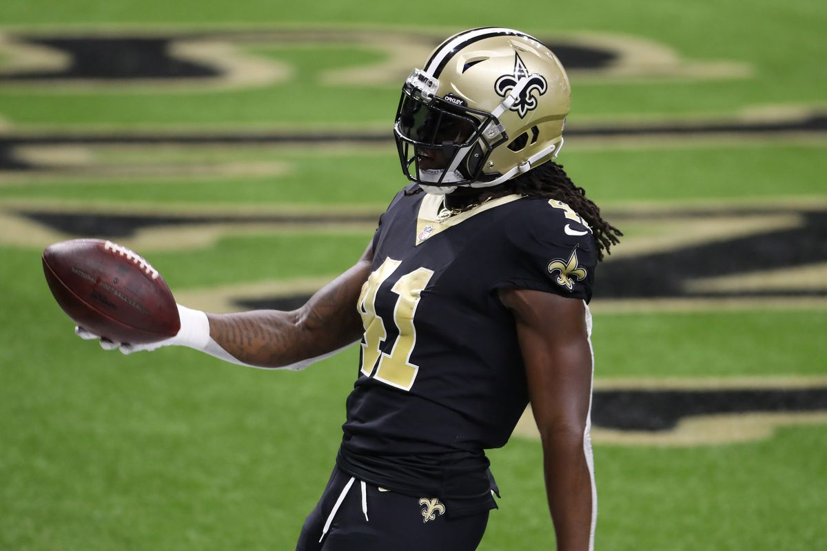 Alvin Kamara #41 of the New Orleans Saints scores a touchdown against the Tampa Bay Buccaneers during the second quarter at the Mercedes-Benz Superdome on September 13, 2020 in New Orleans, Louisiana.