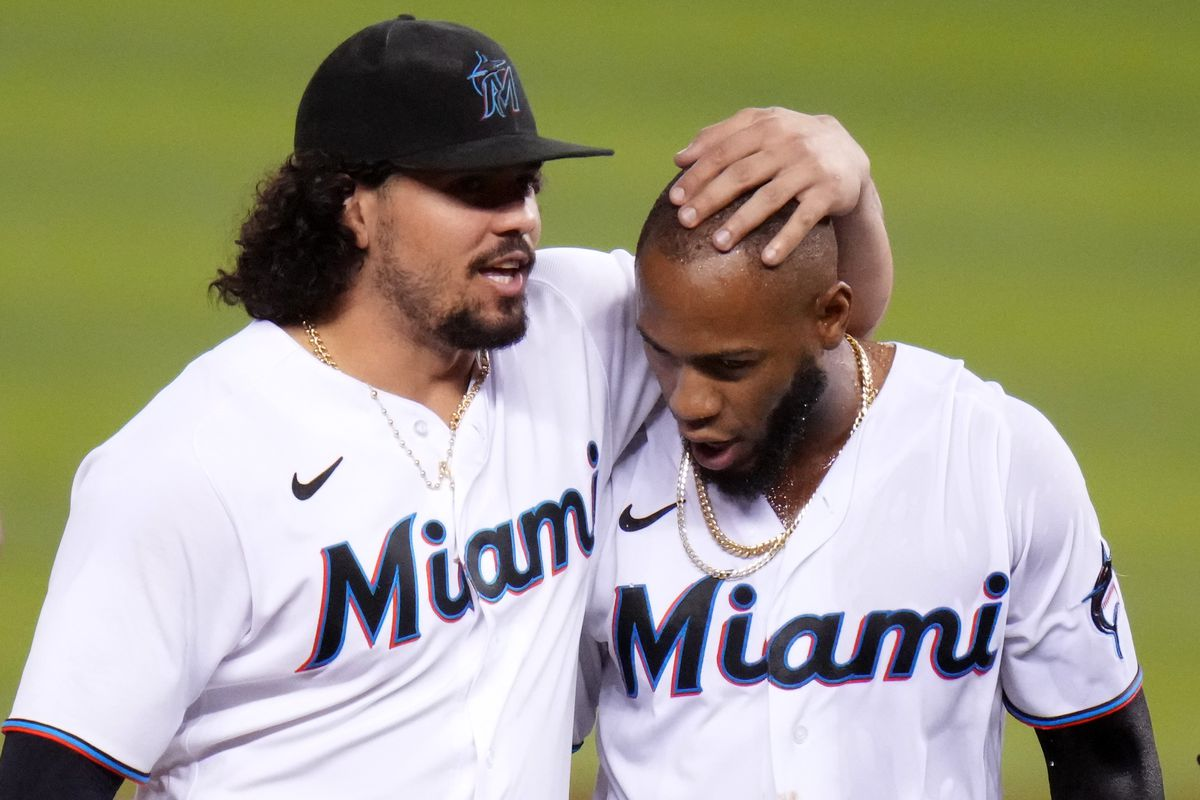 Jorge Alfaro #38 celebrates with Bryan De La Cruz #77 of the Miami Marlins after hitting a walk off single for an rbi in the tenth inning against the New York Mets at loanDepot park