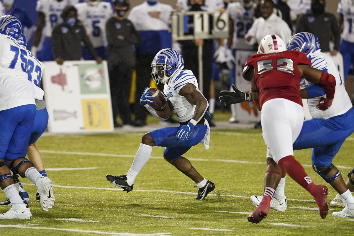 Memphis Tigers wide receiver Calvin Austin III carries the ball against Florida Atlantic Owls during the first half at Cramton Bowl Stadium.