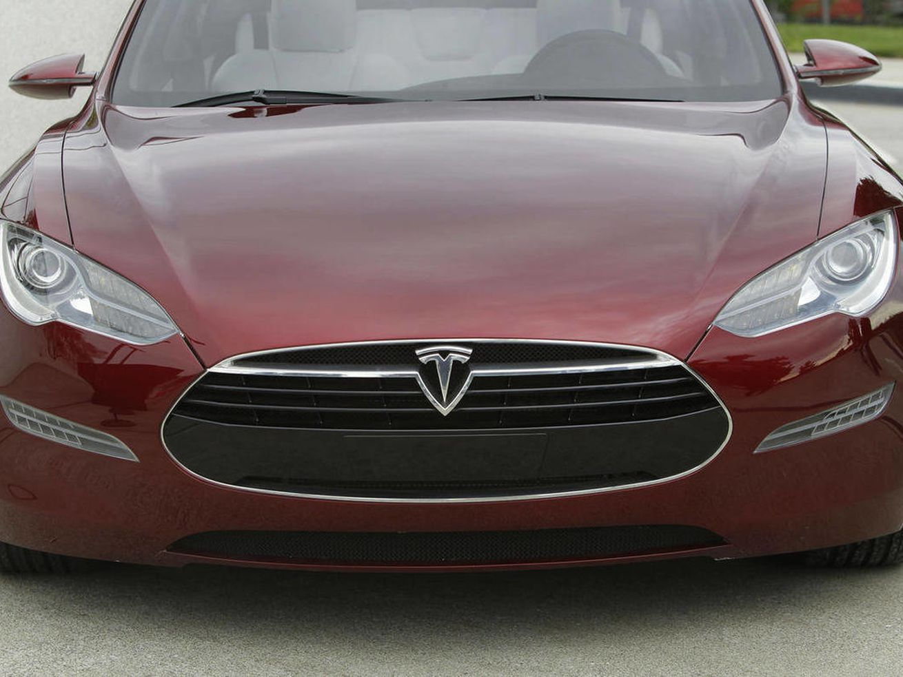 The U.S. is looking into these sudden acceleration complaints over Tesla vehicles