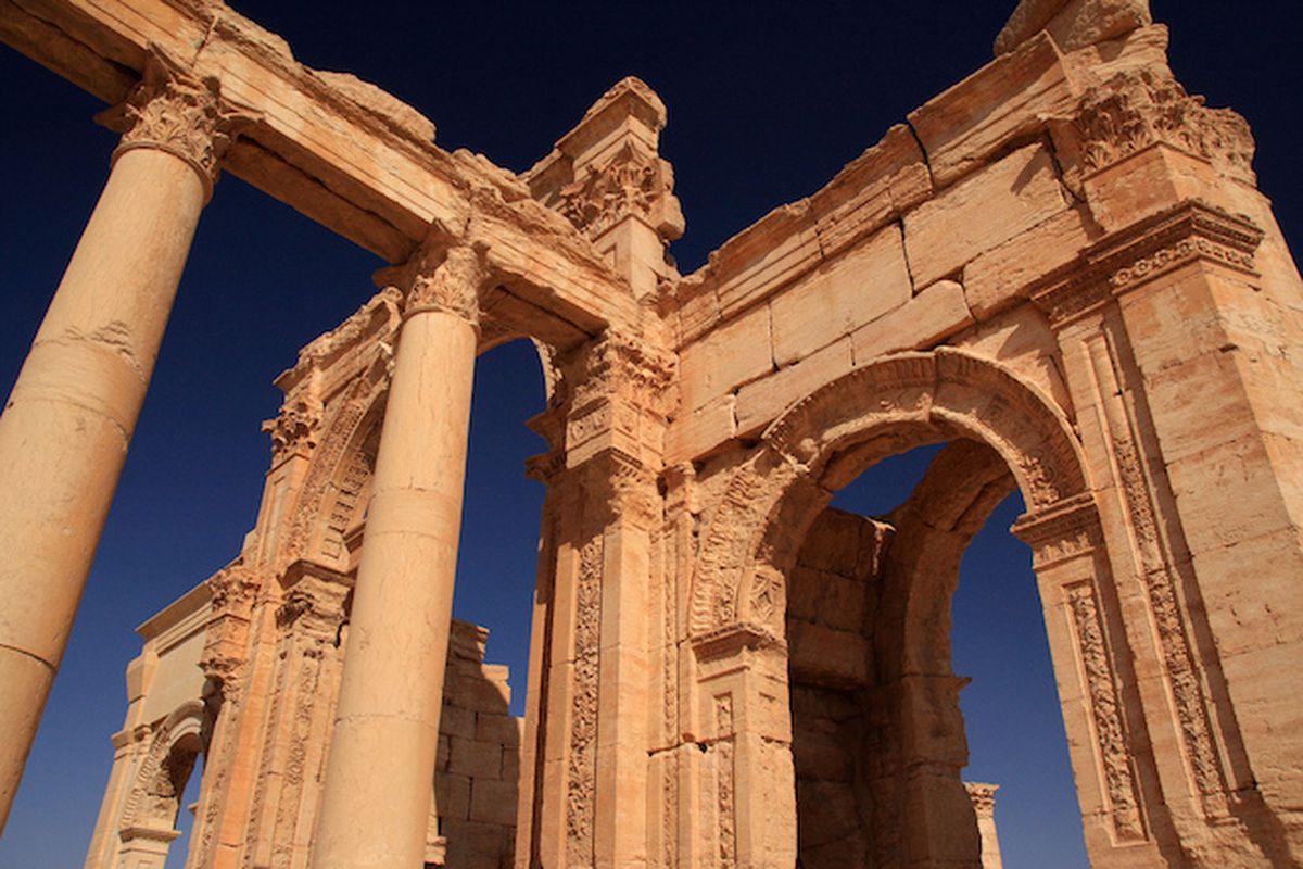 "The Monumental Arch at Palmyra, Syria; Creative Commons image by <a href=""https://www.flickr.com/photos/yeowatzup/5080805689/in/photolist-8JYsw6-8JTTfD-9piRvi-9piRwX-9piQdP-9pmSQE-9piRBT-9piQog-9pmU7N-9piSN4-9piQvk-9pmUQh-9piSyT-9piQWn-9pmUeL-9piRoB"
