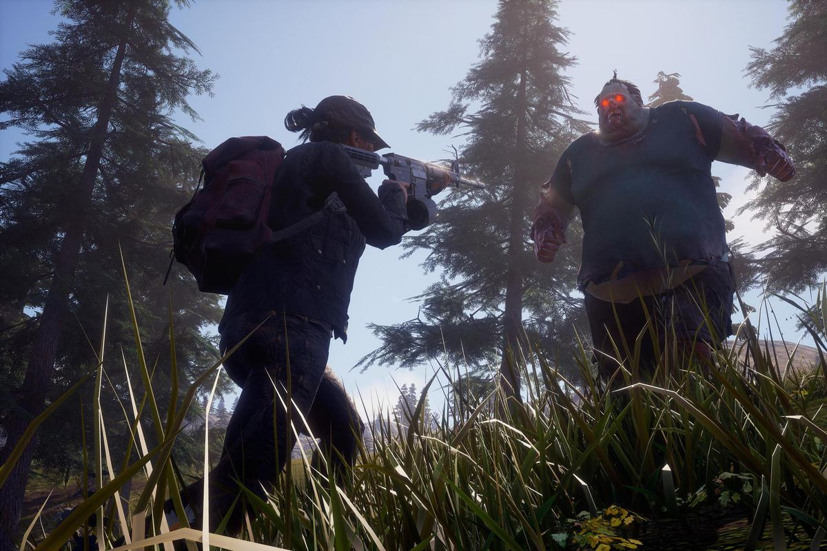 State of Decay 2 - a player faces down a fearsome juggernaut zombie.