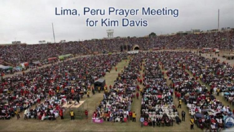 With this image, Liberty Counsel claimed that 100,000 people in Peru held a rally for Kim Davis. The rally, by all accounts, never happened.
