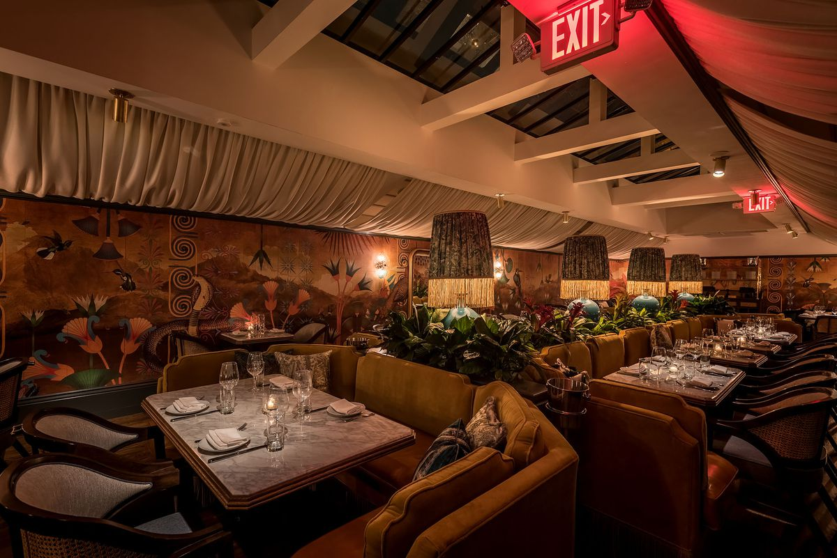 Big, comfortable booths and long tables in a large dining room.