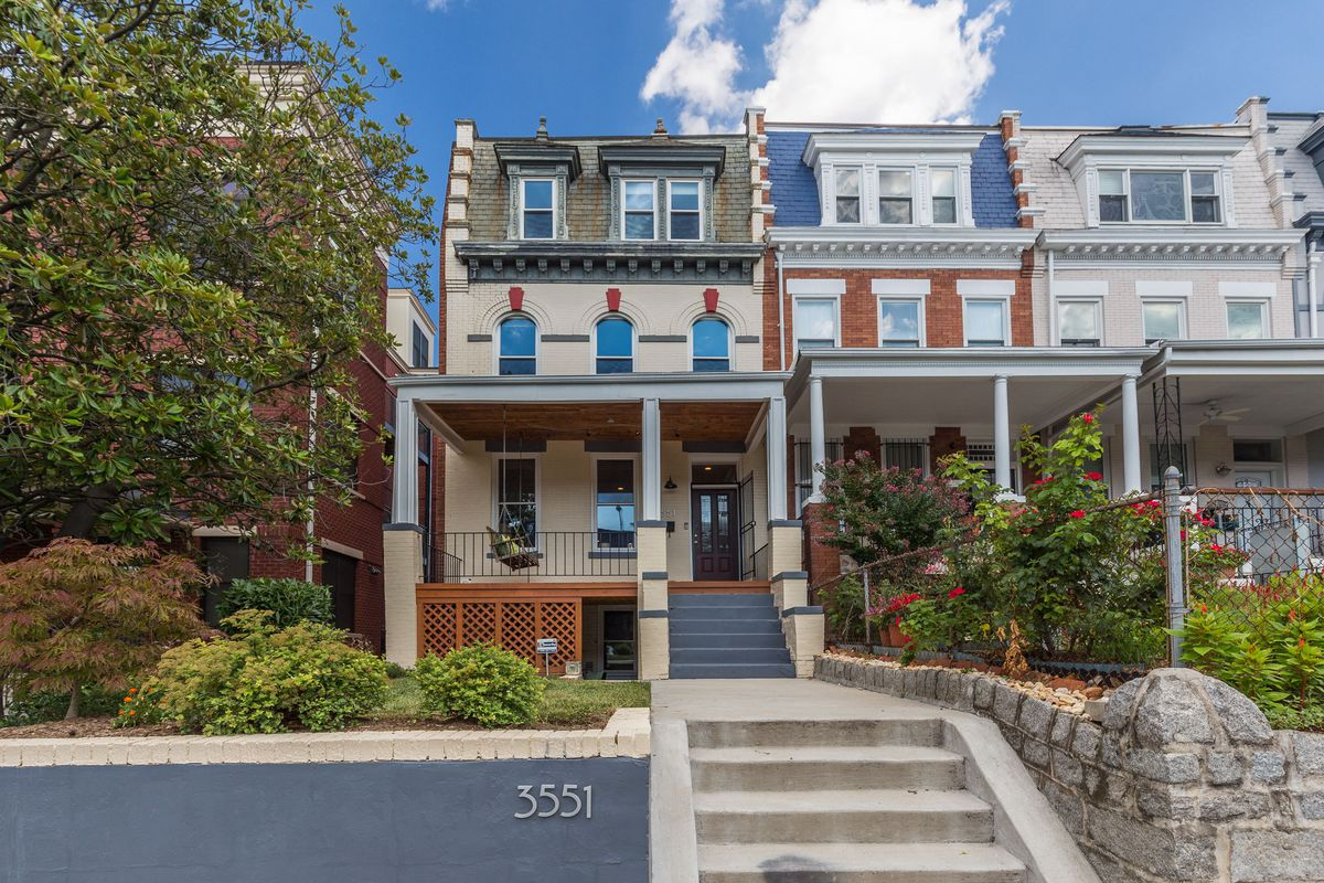 Renovated Columbia Heights Townhome With Rooftop Deck