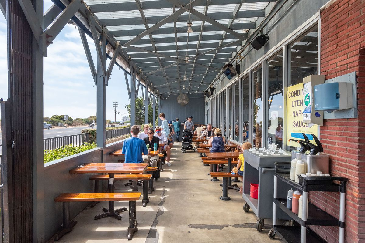 A long, narrow patio adjacent to the ocean for seafood diners to enjoy.