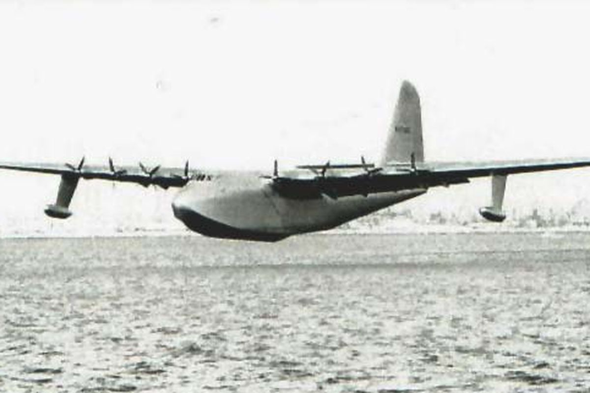 """Interesting. No, wait, the other thing. Tedious. via <a href=""""http://upload.wikimedia.org/wikipedia/commons/c/cd/Sprucegoose.jpg"""">upload.wikimedia.org</a>"""