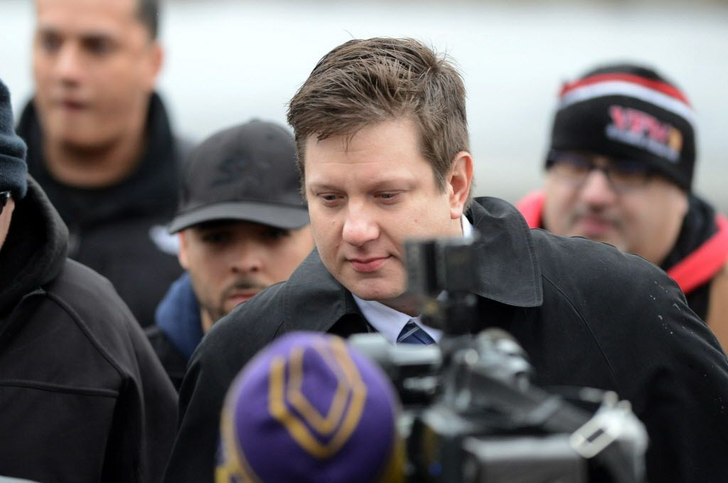 Chicago Police Officer Jason Van Dyke arrives at the Leighton Criminal Courts Building in December 2015.   Sun-Times file photo