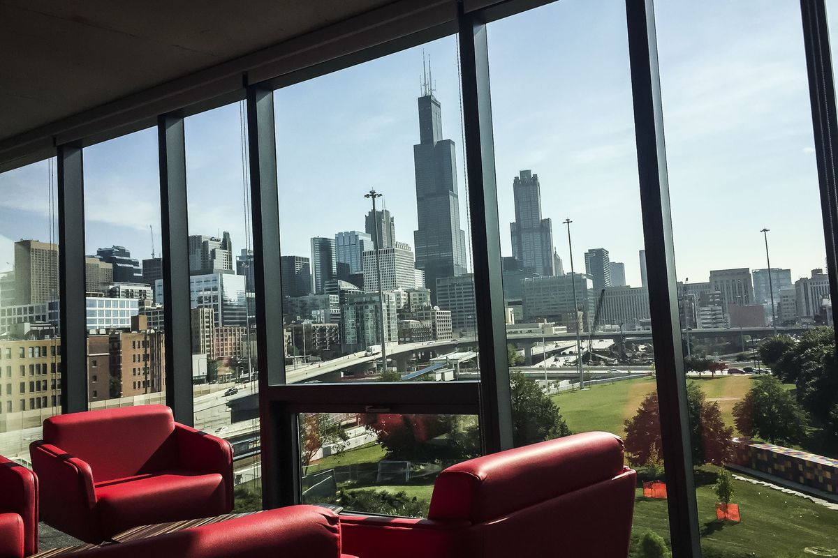 Students rave about new $100 million dorm at UIC
