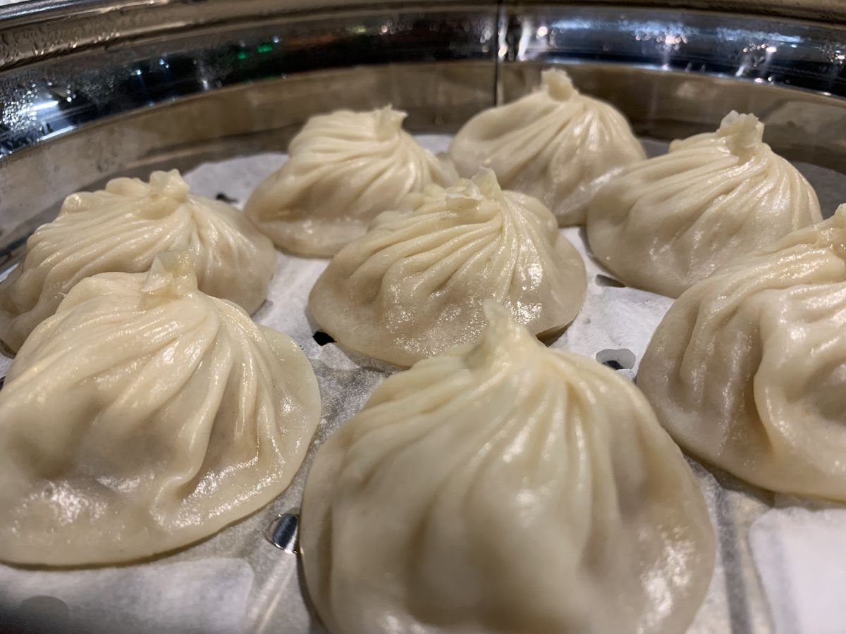 Thexiaolongbaoat dan are larger and contain more soup than the ones at Din Tai Fung, resulting in a more comforting dish.