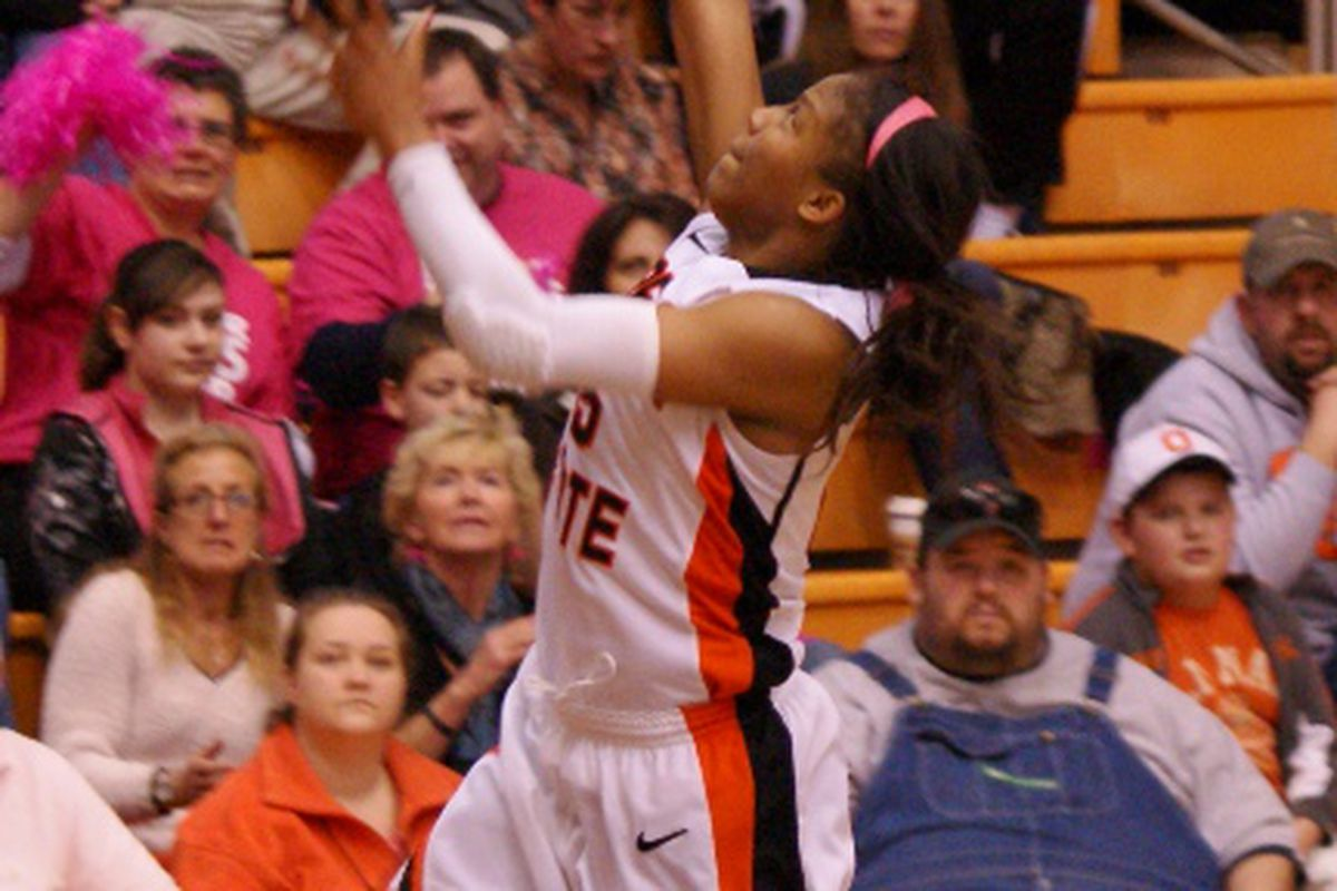 Senior Earlysia Marchbanks' 18 point, 10 rebound effort in her last game at Gill Coliseum couldn't quite lead Oregon St. to an upset win over California. <em>(Photo by Andy Wooldridge)</em>