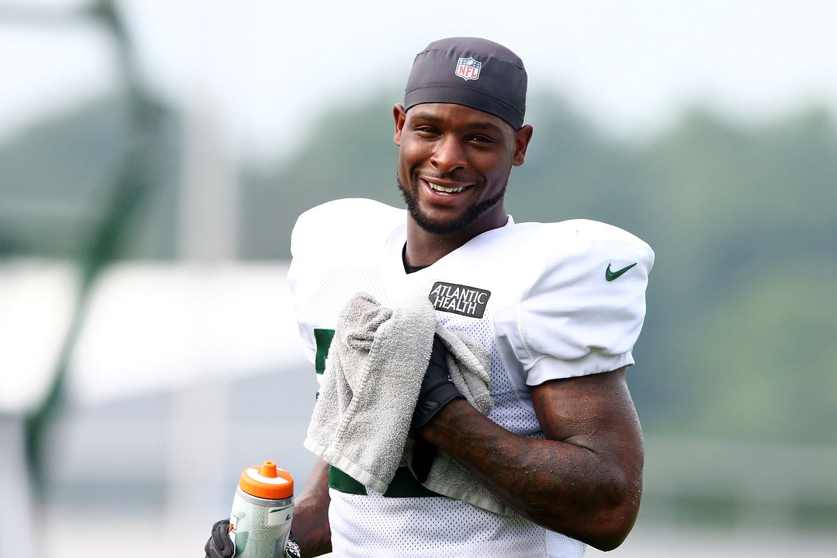 Le'Veon Bell #26 of the New York Jets looks on at Atlantic Health Jets Training Center on August 23, 2020 in Florham Park, New Jersey.