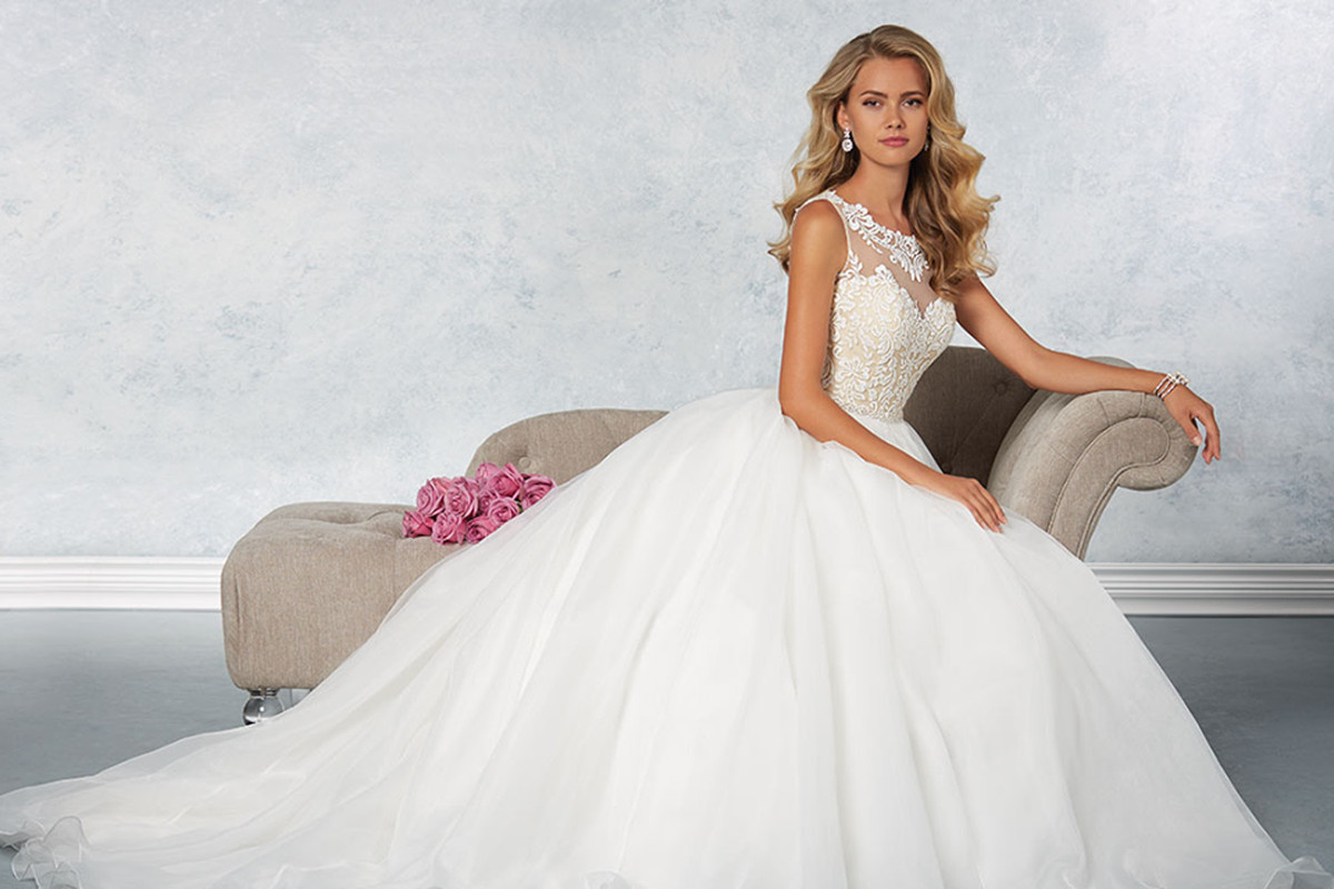 Brides Are Freaking Out That Alfred Angelo Closed Its