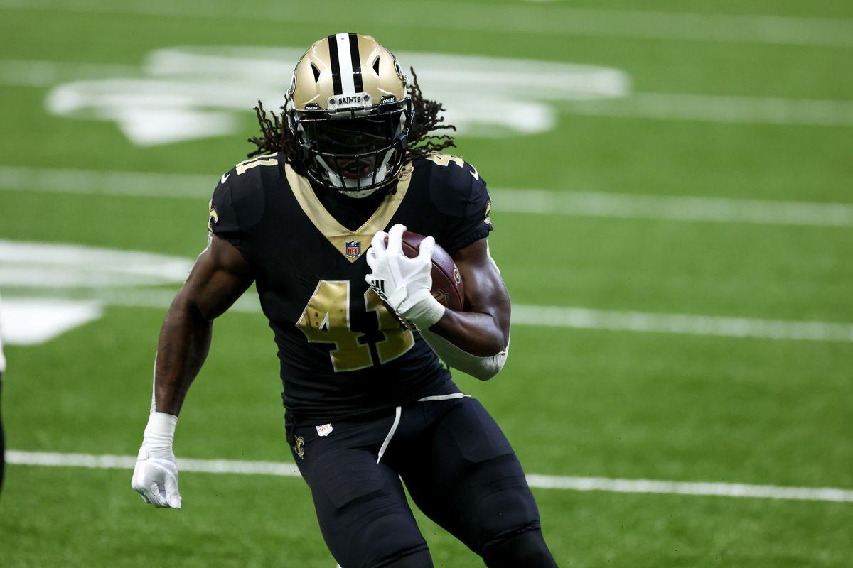 New Orleans Saints running back Alvin Kamara (41) scores against the Tampa Bay Buccaneers during the second quarter at the Mercedes-Benz Superdome.