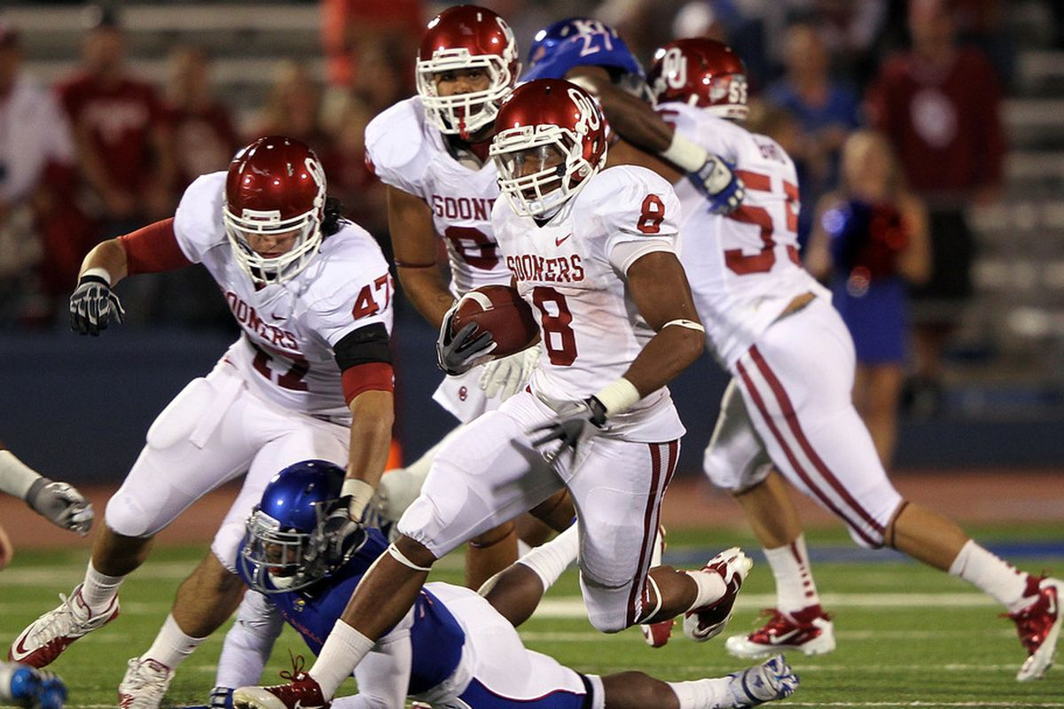 LAWRENCE, KS - OCTOBER 15:  Dominique Whaley #8 of the Oklahoma Sooners carries the ball during the game against the Kansas Jayhawks on October 15, 2011 at Memorial Stadium in Lawrence, Kansas.  (Photo by Jamie Squire/Getty Images)