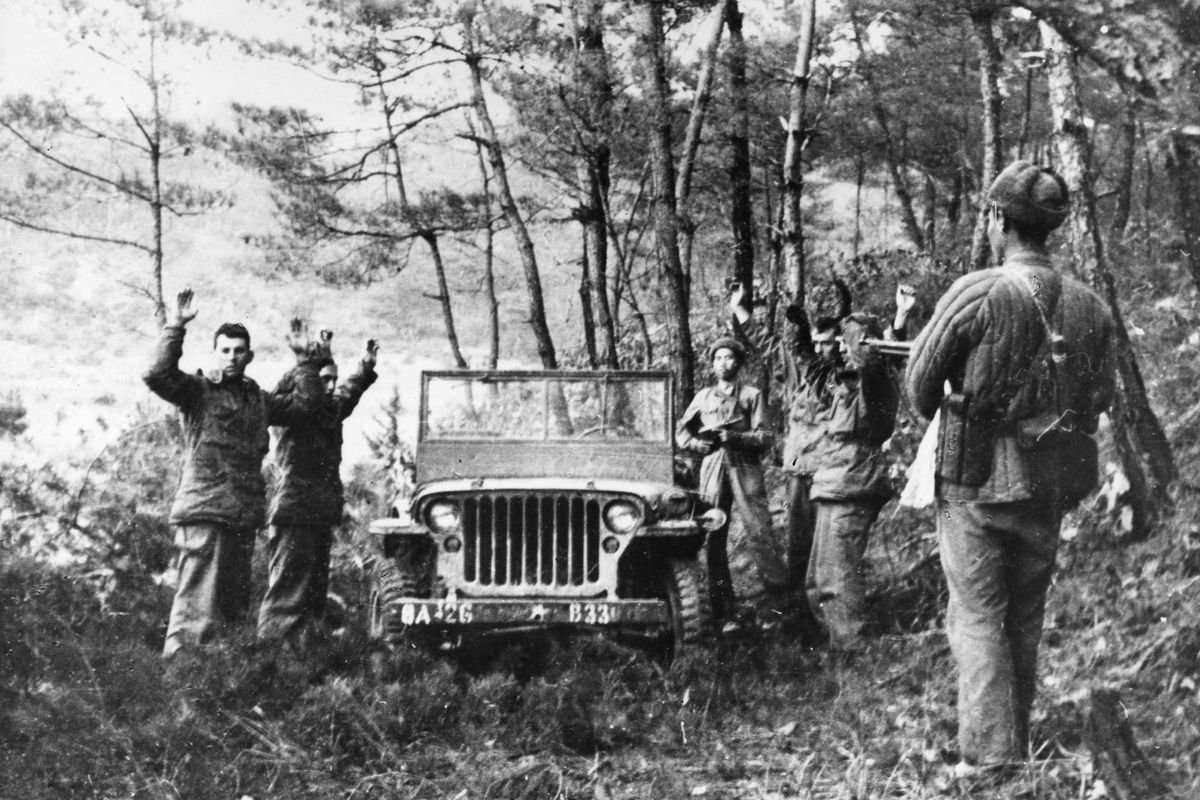 Chinese soldiers capture US troops during the Korean War in 1951