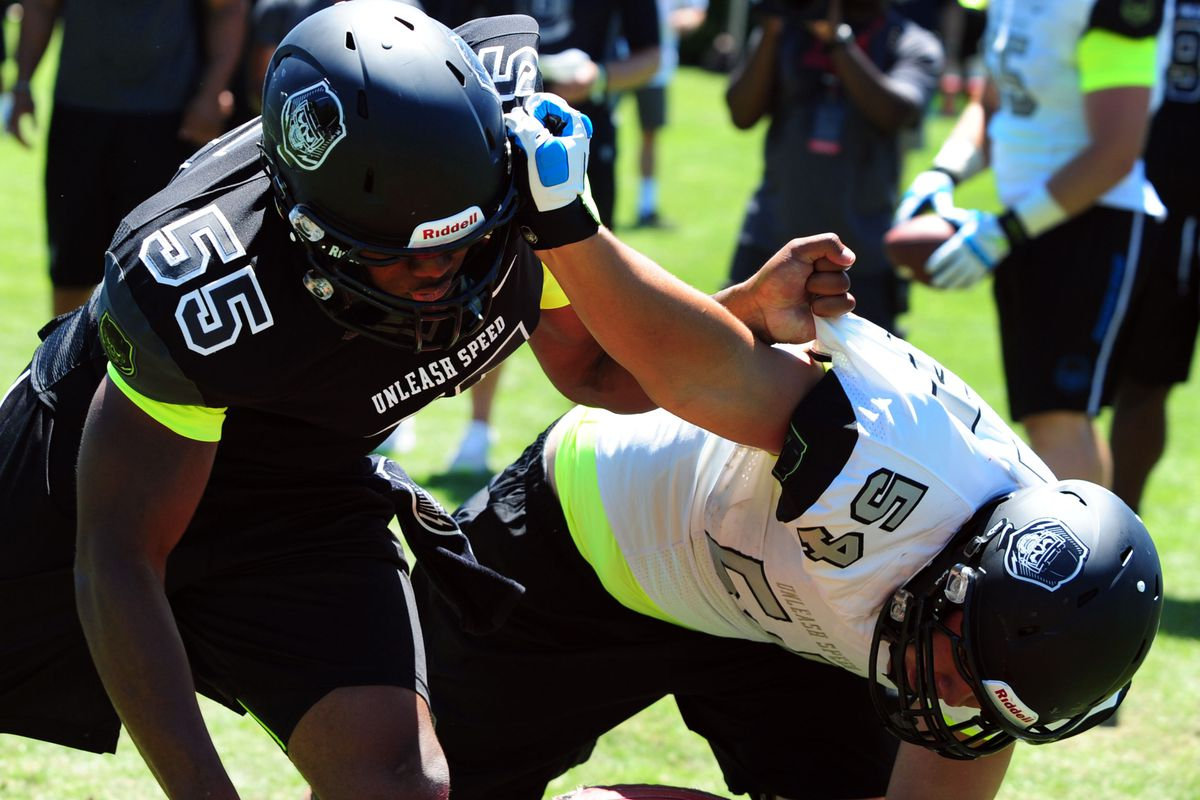 Toa Lobendahn (right) battles in a one-on-one drill.