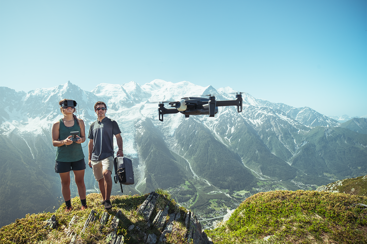 Parrot's newest drone comes with smartphone-powered FPV