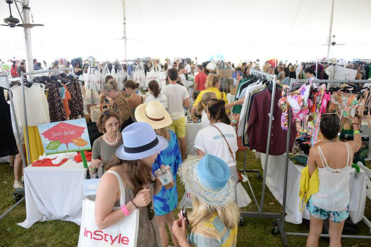 """Image of last year's Super Saturday in the Hamptons via Ovarian Cancer Research Fund/<a href=""""https://www.facebook.com/photo.php?fbid=10151493911695951&amp;set=a.10151493907215951.1073741828.73719885950&amp;type=3&amp;theater"""">Facebook</a>"""