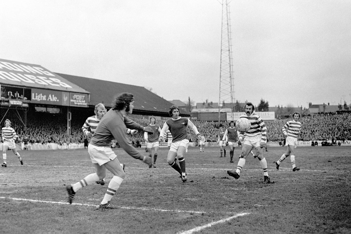 Soccer - FA Cup - Fourth Round - Reading v Arsenal - Elm Park