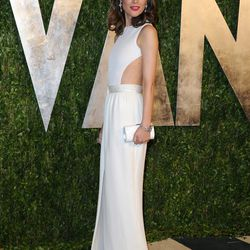 Rose Byrne opts for a clean white column.