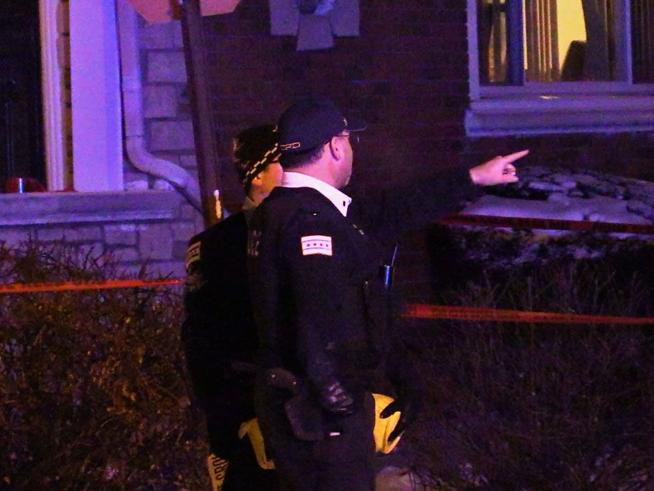 Police investigate a shooting about 2:30 a.m. Saturday, January 26, 2019 in the 8500 block of South Phillips Avenue in Chicago. | Justin Jackson/ Sun-Times