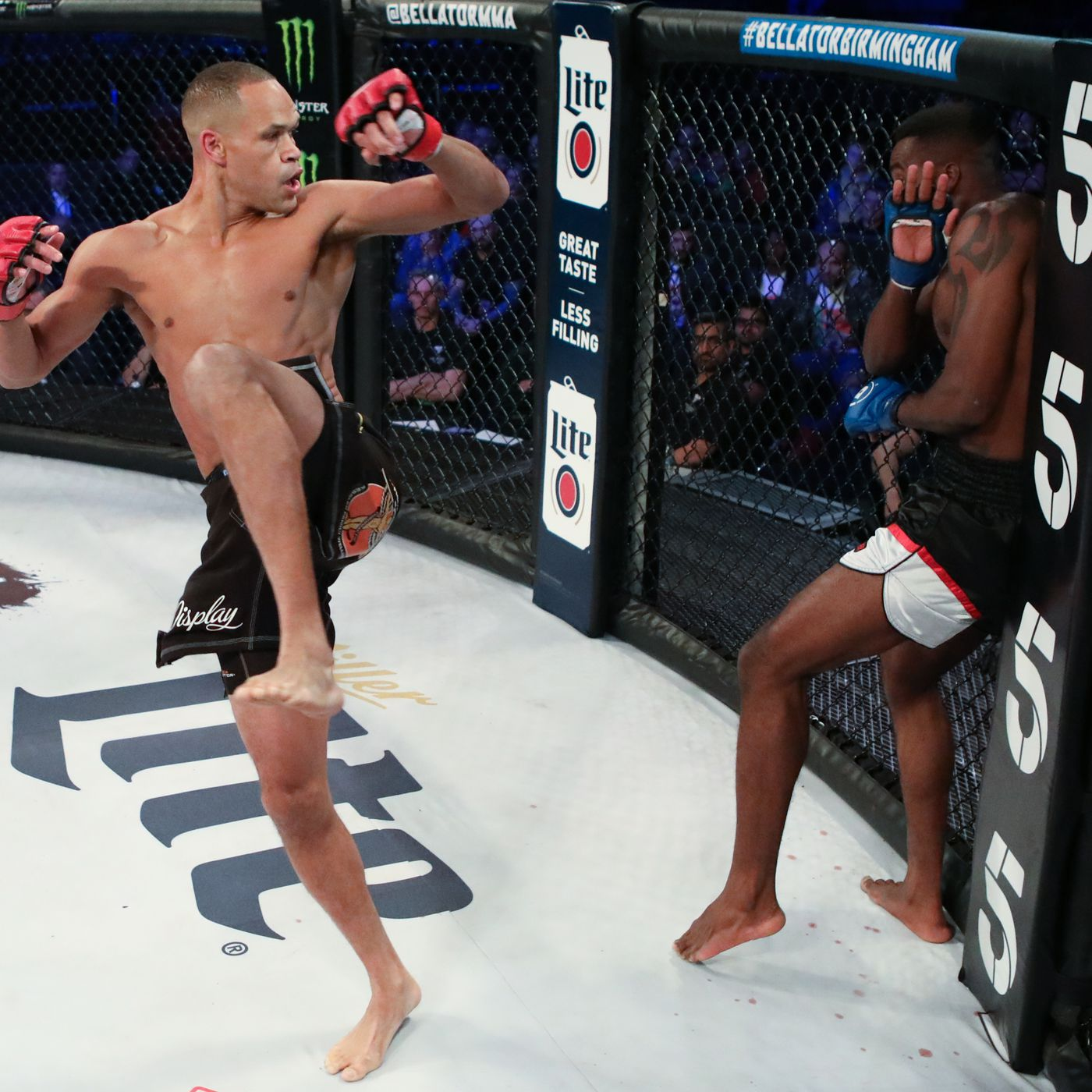Raymond Daniels performing his 720 hook on Wilker Barros.