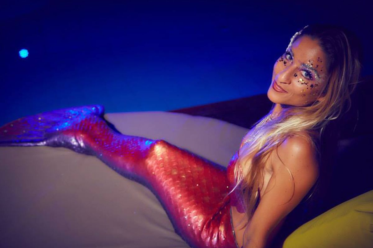 "<a href=""https://www.facebook.com/pages/Amarylis-the-Mermaid/678532935529366?sk=timeline"">Facebook/AmarylisTheMermaid</a>"