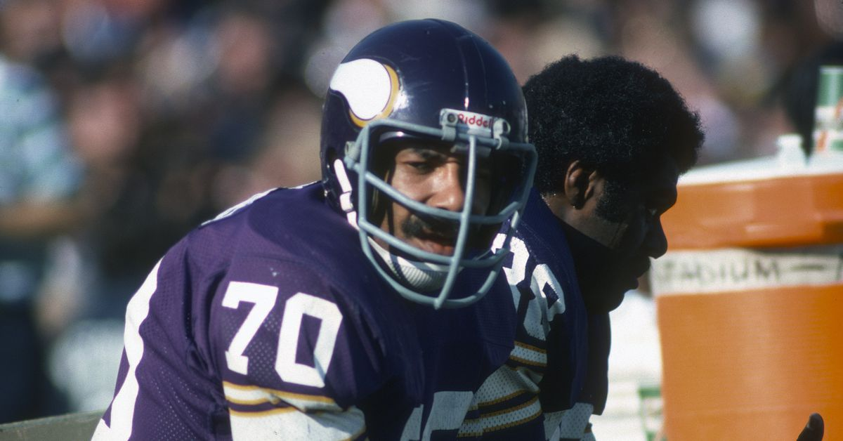 Jim Marshall makes list of best players not in Hall of Fame