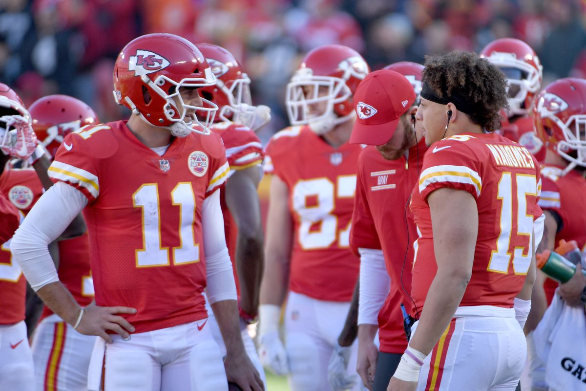 Chiefs News Alex Smith Jokes Mahomes Is Making All Other Qbs Look Bad Arrowhead Pride
