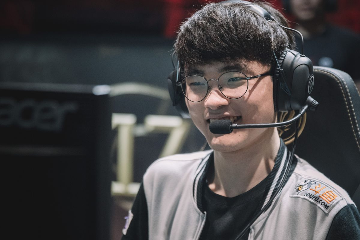 Faker used a skin, but don't worry, it was because of a bug - The