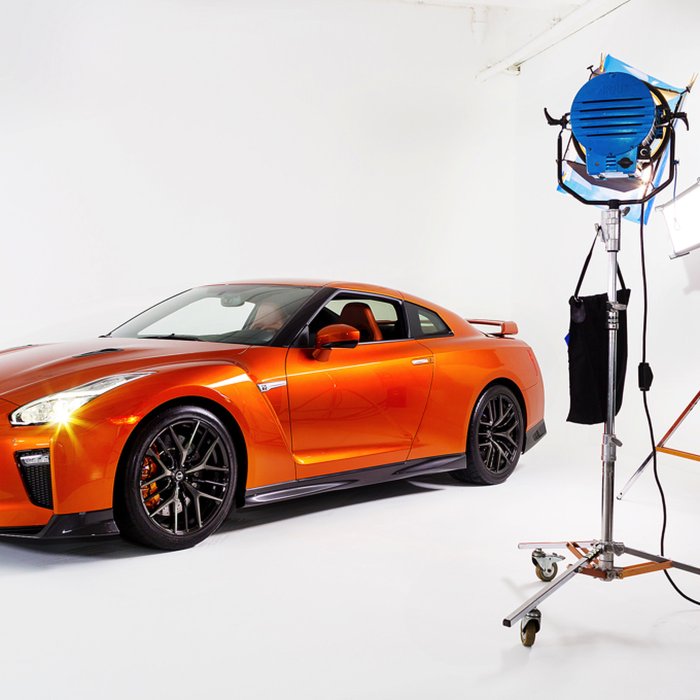 The 2017 Nissan Gt R Is A More Civilized Ful Zilla Verge