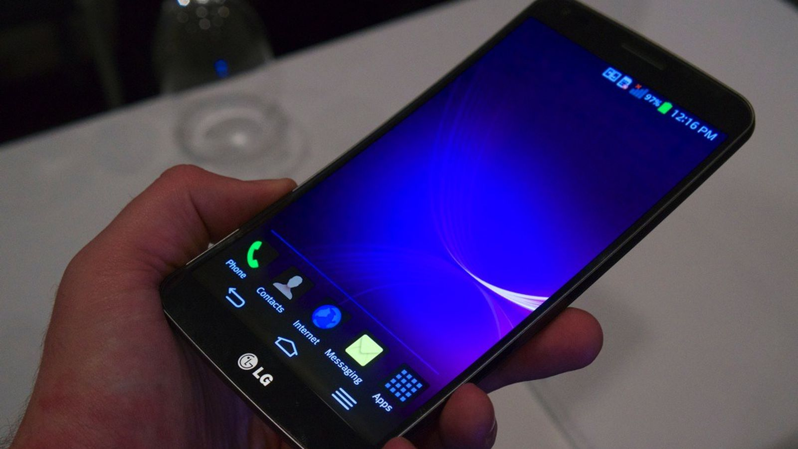 A closer look at LG's curved G Flex smartphone