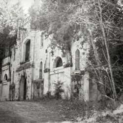 An old shot of the property [Source: Chateau Montelena]