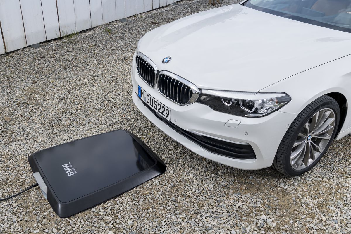 Bmw Is Set To Offer A Pad To Wirelessly Charge Your Car The Verge