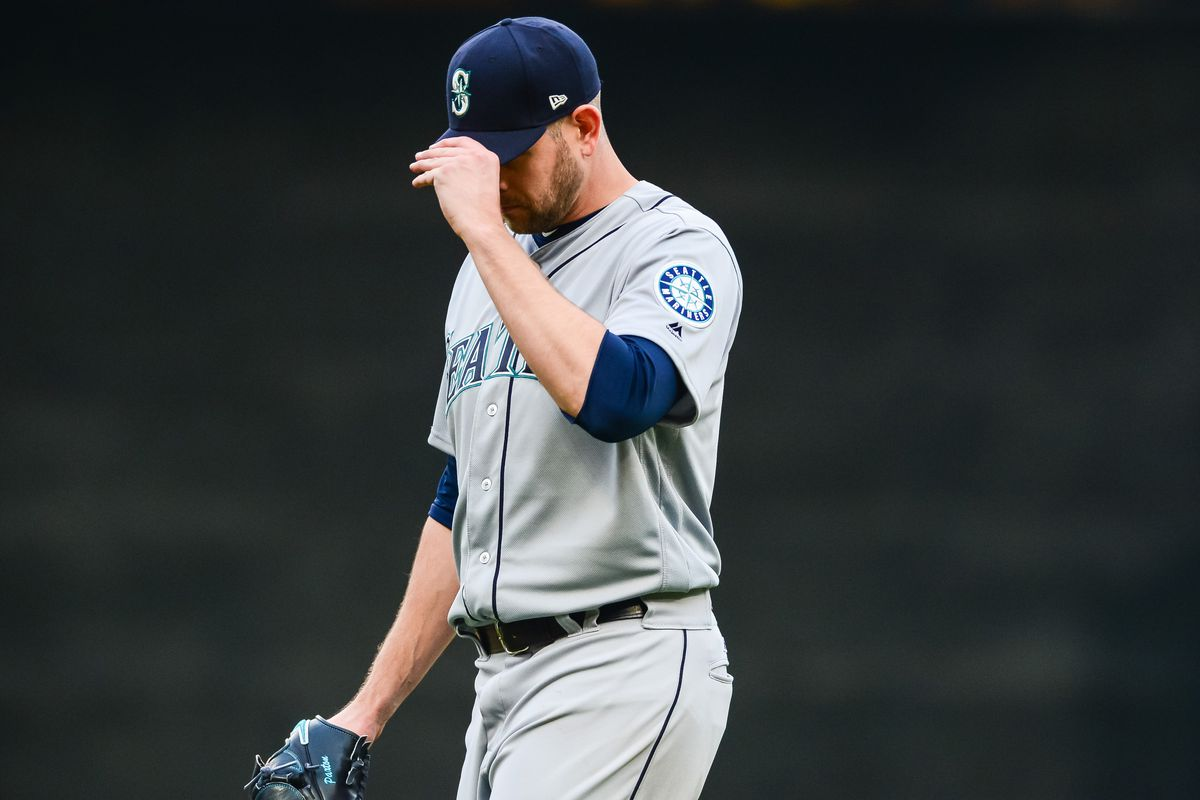 purchase cheap 04b0a 631af Roofless Target Field exposes James Paxton to eagle attack ...